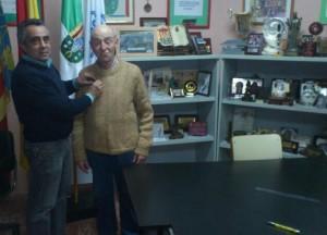 El pasdo jueves día 17 de Enero se le impuso el botón de Oro a EA5AEB Adolfo por sus 50 años en la  Unión de Radioaficionados Españoles.